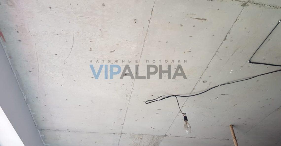 Натяжной потолок в квартире-студии